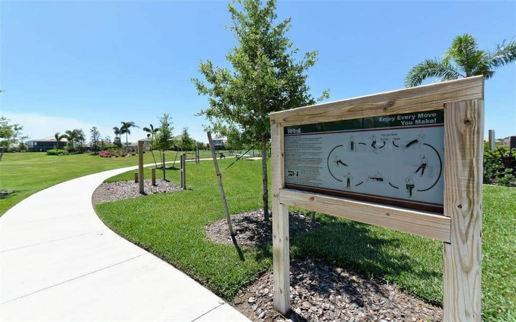 Bridgewater homes in Lakewood Ranch, FL. - Walking Trail